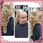 Braut mit langen Haaren und Locken. Frisur einer Braut mit langen blonden Haaren mit Locken