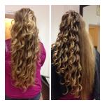 Frau mit langen Haaren und Locken. Frisur einer Frau mit langen dunkelblonden Haaren mit Locken