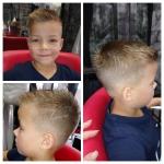 Kinderhaarschnitt Jungen. Junge mit kurzen, brünetten Haaren